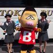 東京バスのゆるキャラ「バスゴリ」が着ぐるみでおもてなしー貸切バスのお見送りもするよ