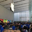 表参道にApple Storeがオープン! 開店を待ちわびた1000人以上のファンがキラキラなハイタッチ!