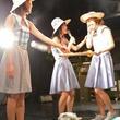 Negiccoが舞台でスイカ割る夏メドレー動画