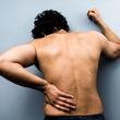 川崎麻世 椎間板ヘルニアで痛々しい姿を公開