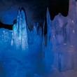 """天然冷蔵庫で涼体験!富士山麓""""氷の洞窟""""を探索"""