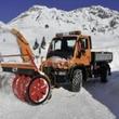 雪かきに活躍する四輪操舵のスーパーマシン