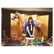 有馬記念的中なるか!?AKB・小嶋陽菜、名馬オルフェーブル像との写真に「私もめっちゃ楽しみです」