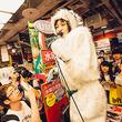 """水曜日のカンパネラ""""雪男コムアイ""""を東京で確認、「雪男イエティ」をサプライズ披露"""