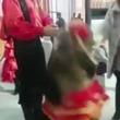 【動画】タレント熊が女性タレントに突如として襲いかかる瞬間
