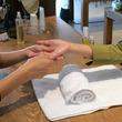 香川県・小豆島の井上誠耕園「らしく園本館」自慢のオリーブ化粧品でオリーブオイル美容体験ができる