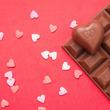 バレンタインに参加する女性の約50%が同性へチョコを贈り合う「友チョコ」を楽しみに!