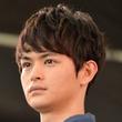 """「海月姫」瀬戸康史の""""アンダーもっこり""""が立派と騒然!"""