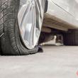 自動車タイヤのパンク、なぜ増加? メンテ不足の背景に何があるのか