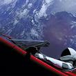 スペースX新型ロケットどこが画期的? テスラ車載せ「ファルコン・ヘビー」打ち上げ