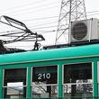 路面電車の屋根に室外機が… 車両の冷暖房にまさかの家庭用エアコン、なぜ導入