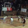 残り0秒!? アメリカのバスケットボールの試合で起きた奇跡のブザービーター