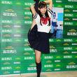 『踊ってみた』出身、なあ坊豆腐@那奈 セーラー服でI字バランス!ファン300人と握手会