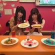フリーダムなギャグアニメのコラボカフェが秋葉原に! フードメニューもフリーダム!?