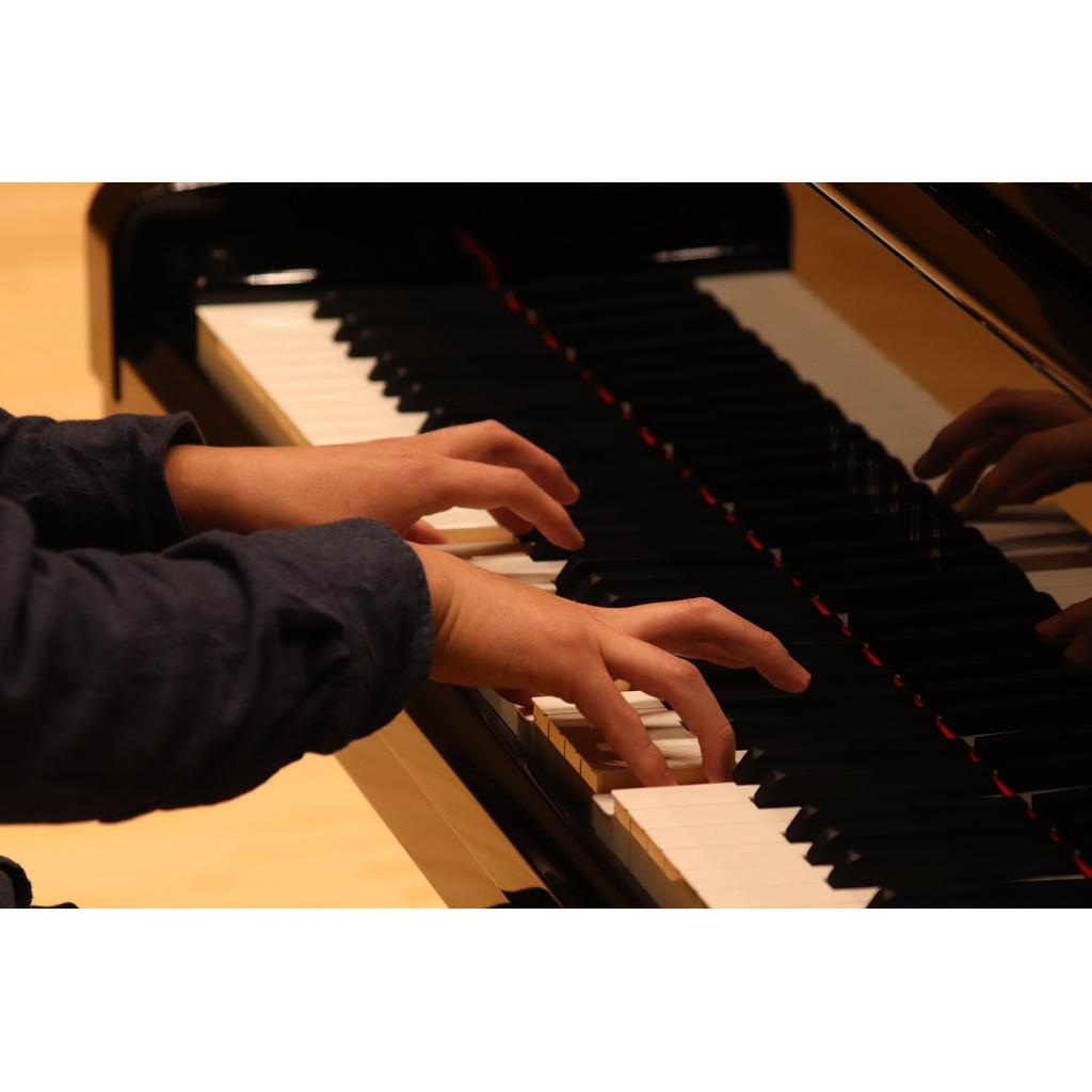 ピアノ弾いたりします