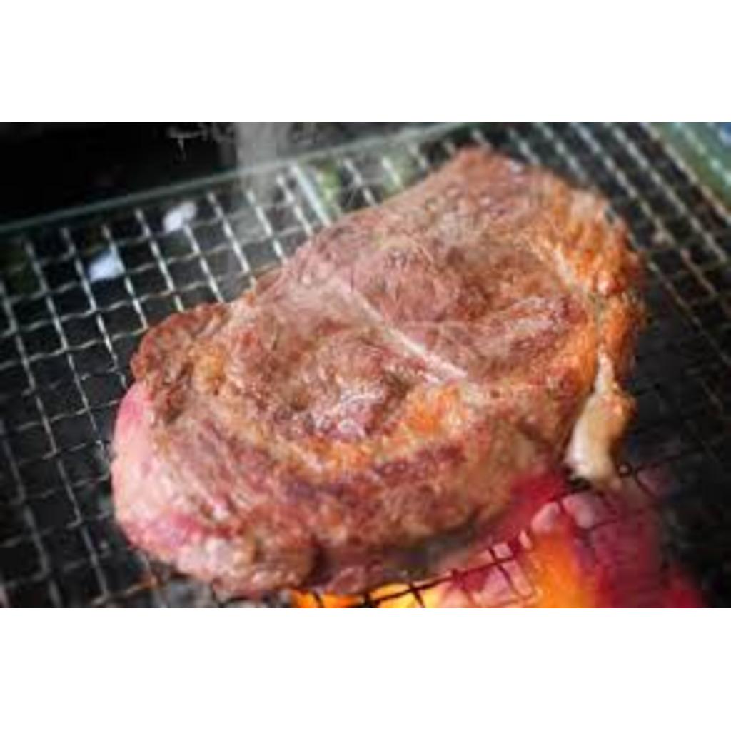 今日のごはんは焼いた肉