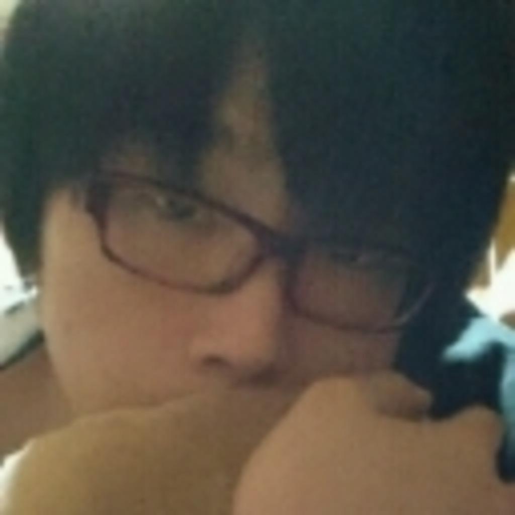 大阪の汚部屋から赤眼鏡のおっさんと