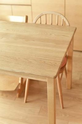 ナラ材のダイニングテーブル
