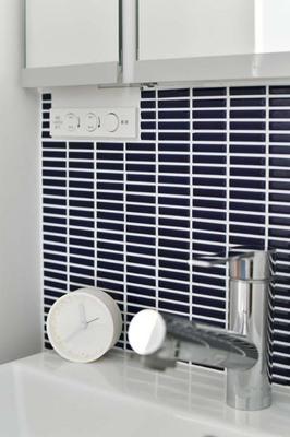 洗面室のタイル壁