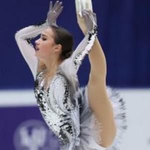 """15歳ザギトワが1、2位独占 """"美新星の装い""""に高まる世界の注目「まさに女王だ」スポーツもっと見る"""