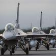 F-16の低空飛行映像が公開に 米軍機はなぜ低空飛行をするのか、その目的と法的な是非