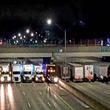自殺志願者を守るために大型トラック13台が一致協力