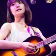新山詩織、弾き語りライブDVDに「糸」のカバーや岩井俊二とのセッション