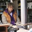 無表情のTAKAHIROが牛舎で作業&恋人役・夏帆の姿も 『カナリア』新写真