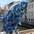 日本語のゴミも…ベルギーで展示中の「ゴミ製のクジラ」が訴える海の現実