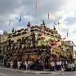 イギリス・ロンドンにあるお花てんこ盛りのパブ「The Churchill Arms」