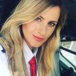 夢を諦めないで!美容師からジェット機のパイロットに転職した女性