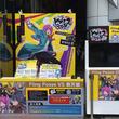 ヒプノシスマイク、シブヤの街で飴村乱数のキャンディ乱れ配布!いたるところでWELCOME TO THE DIVISION!
