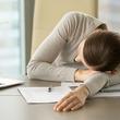 鼻炎薬で眠気や集中力低下が起きる?抗ヒスタミン薬の副作用と対策