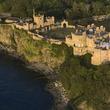 スコットランドの古城の洞窟に眠っていた「秘密の扉」が発見される