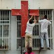 宗教弾圧 − 聖書を燃やす、教会取り壊し、信仰放棄強要…中国当局による宗教弾圧厳しさ増す