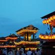夕闇に映える山車の提灯・長野県北安曇郡で「池田八幡神社例大祭」開催