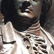 【愉快犯か?】アメリカ独立戦争の英雄の彫像に変な目玉がつけられ、笑っちゃう人が続出!