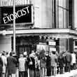 当時社会現象をもたらした映画『エクソシスト』をみた観客の狂気の反応(1973年)