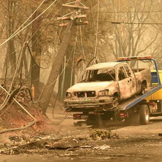 米加州の山火事死42人、過去最悪