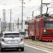 「石畳を駆け上がる路面電車」は絵になる 豊橋鉄道の風景