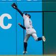 """イチローの本塁打""""強奪""""で幕開け…MLB公式の2018年フェンス際美技集が凄い"""