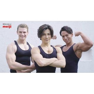 筋肉三人衆「明治」とタッグ
