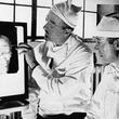 かつて精神疾患の治療法として用いられたロボトミー手術を受けた患者のビフォア・アフター写真(1940年代)
