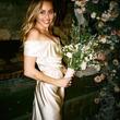 マイリー・サイラス、美しすぎるウェディング写真公開 「不安定な爪先立ちの私だけど」