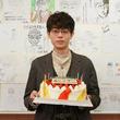 菅田将暉26歳の誕生日を「3年A組―」生徒たちがサプライズ祝福「ハッピーバースデーブッキー!」