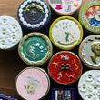 """""""心を動かす""""お菓子の缶を!大阪の老舗メーカーが作る華やかな缶デザインが話題に"""