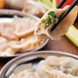 【日本餃子センター】 餃子の餡が1.5倍に増量! 毎日皮からつくる餃子専門店 「餡と皮」の黄金比率で、こだわりの「餃子」がさらに美味しく
