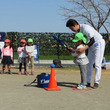 西武OB長田秀一郎氏らが保育園訪問、園児85人と交流 「幼児向けボール」贈呈