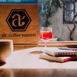 """""""ワイングラスで楽しむ""""究極の浅煎りコーヒー『焙煎士×栄養士』技術で実現、豆本来の豊かな香りスペシャルティコーヒー専門ロースターカフェ「alt.coffee roasters」3月16日(土)オープン"""