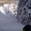 迫り来る白い恐怖。 雪崩に飲み込まれたスキーヤーの主観映像。